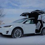 Tesla adaugă sisteme de pre-încălzire a bateriilor în mașinile sale
