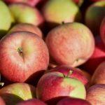 Aldi și Lidl majorează prețurile la sucul de mere