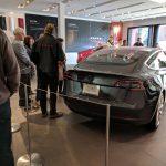 Acțiunile Tesla urcă din nou cu câteva procente