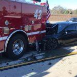 Tesla Model S lovește o mașină de pompieri, șoferul dă vina pe Autopilot