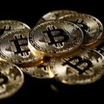 Bitcoin si alte monede virtuale au scazut luni din cauza temerilor ca autoritatile de reglementare vor inaspri controlul pietei