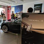 Tesla Model 3 ajunge în showroom-urile din LA