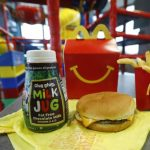 McDonald's reduce caloriile eliminând cheeseburger-ul din Happy Meal