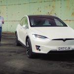 Jeremy Clarkson face un review pentru Tesla Model X