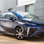 Toyota Mirai, prima maşină de serie cu sistem de propulsie cu pilă de hidrogen care asigura si energia electrica pentru casa pe o saptămînă